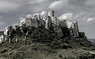 Tajomný hrad v Karpatoch (azol)