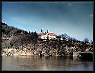 Kostel u řeky (Iki88)