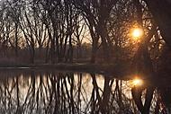 Východ Slnka na rybníku (hacsi)