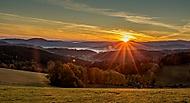 Východ slunce na Šumavě (JanochINFO)