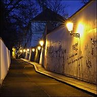 Procházka večerní Prahou - Apolinářská ulice (Yes68)